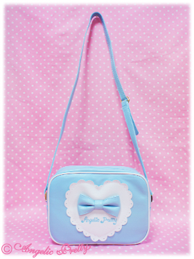 This little handbag has a sweet heart with a bow. Who wouldn't love it?